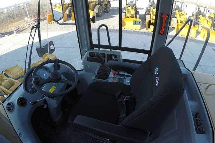 sem wheel loader 655d inner view