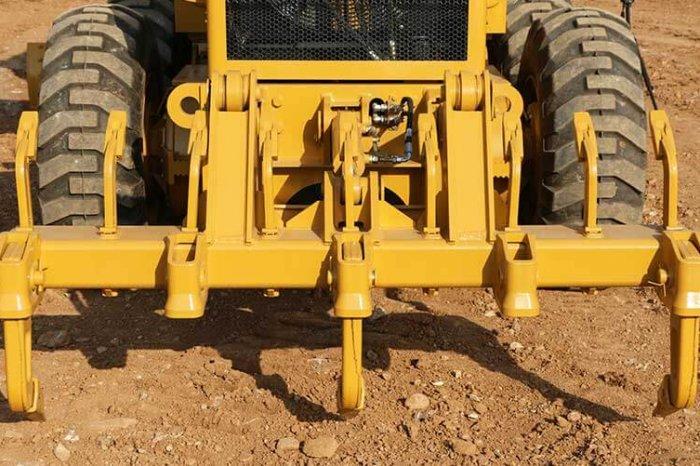 sem motor grader Plough